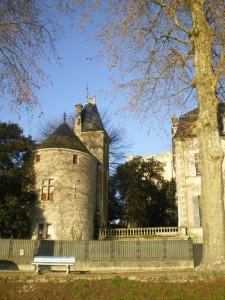 Ce monument classé est situé dans l'enceinte du Lycée de l'Abbaye